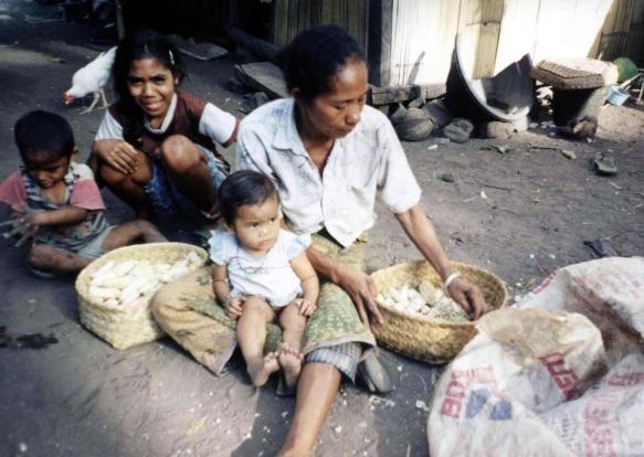 Saat kita berlebih dan kenyang, apakah para kaum miskin yang kelaparan pernah meminta kita untuk menghormati mereka?